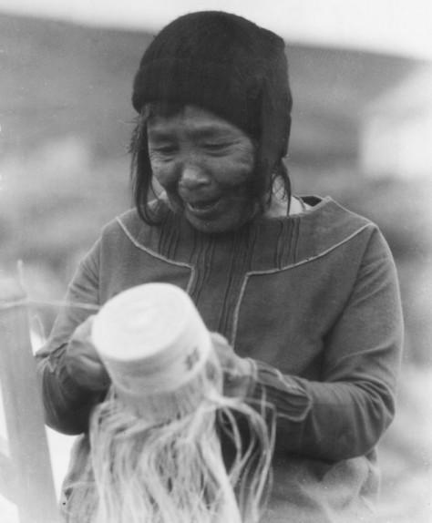 Unangax basket weaver Attu UAF-1990-0003-00002