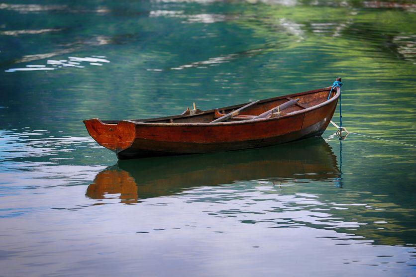 Nthe boat